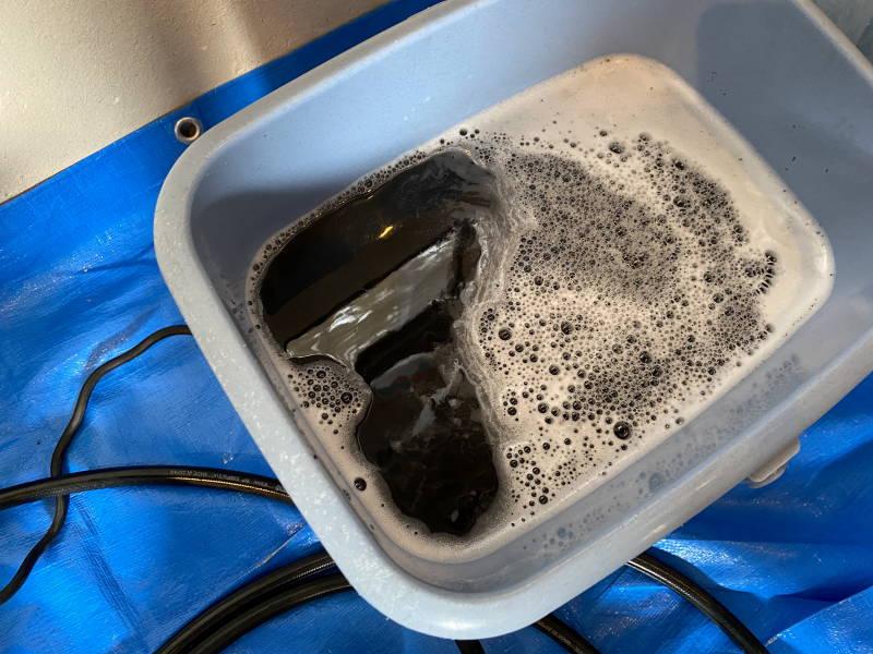 エアコンクリーニング中の汚水