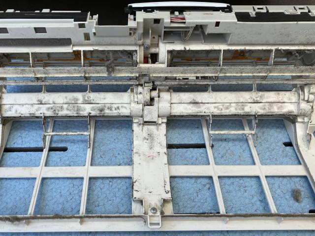 フィルター自動掃除ユニットの裏側のカビ